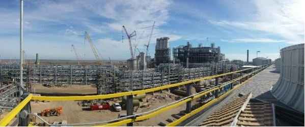 Nemalux luminaires installed in petrochemical refinery - We offers Texas engineering and O+G firms the best cost-performance ratio, hazardous location, industrial lighting solutions for walkways, platforms, staircases and ladders